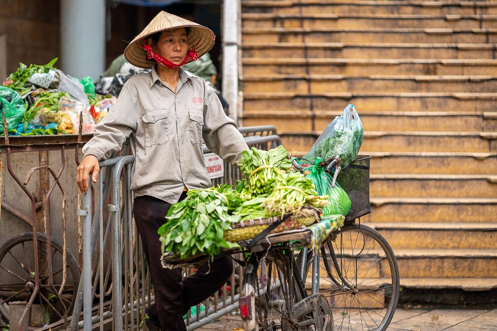 street vendor -bicycle - stairs - street - street photography - creartphoto - Hanoi - vietnam street photography