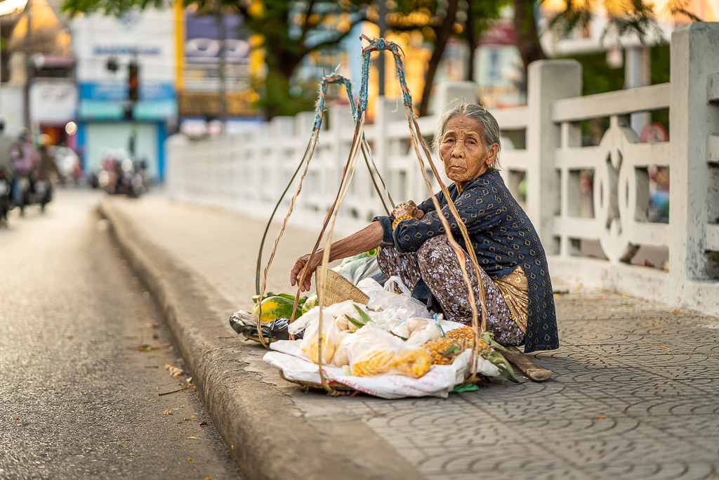 old lady - snack - street - Vietnam - Asia - waiting - street photography - expression - street photographer - asian culture