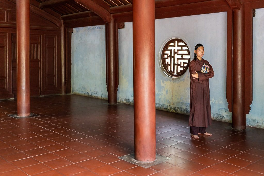 monk - book - thinking - temple - Vietnam - simple - light - street photographer - Asian culture