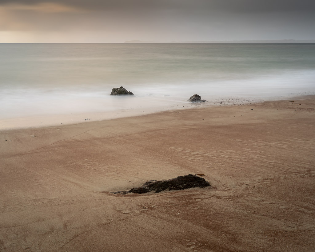 read beach - rocky beach - ocean - sea - storm - Lewis - Scotland - landscape photography - travel photography - CreArtPhoto
